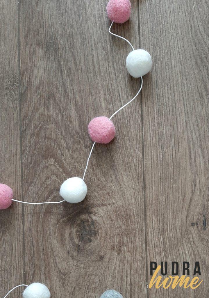 Гирлянды помпончики Бело-розовые